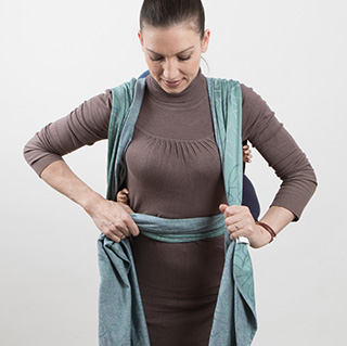 Fidella Giselles back carry - tied_at_shoulder instruction step 12